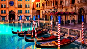 Venice style hotel in Las Vegas Photo by Jeff Bergman