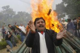 New Dehli - 22th December 2012 -compiled by femen india (8)