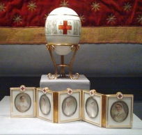 Red_Cross_with_Imperial_Portraits_(Fabergé_egg)