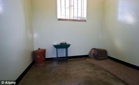 Nelson_Mandela's_prison_cell,_Robben_Island,_South_Africa 3