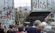 19_fall_of_the_berlin_wall_afp_getty_640x390