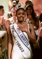 Miss Universe 1998 Wendy Fitzwilliam, from Trinidad & Tobago, faces the audience after she was named the winner at the Miss Universe contest May 12. First runner-up was Miss Venezuela Veruska Tatiana Ramirez. RC/WS