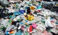 A rag-picker sorts scrap at a collection centre for recycling waste material in the northeastern Indian city of Siliguri July 3, 2007. REUTERS/Rupak De Chowdhuri (INDIA) - RTR1REOV